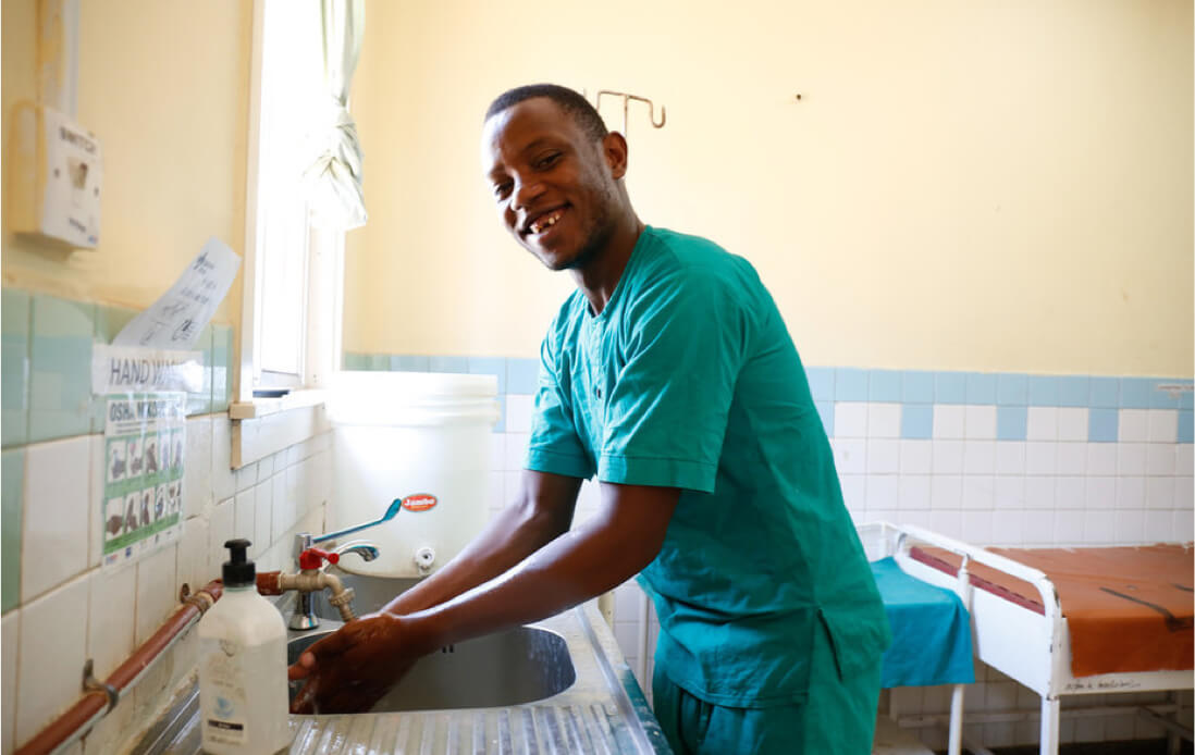 male nurse washing hands in the hospital